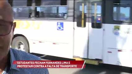 Estudantes fecham Fernandes Lima e protestam contra a falta de transporte