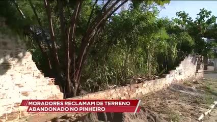 Moradores reclamam de terreno abandonado no Pinheiro