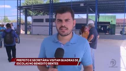 Prefeito e secretária visitam quadras de esportes em escolas no Benedito Bentes