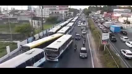 Linhas de ônibus suspendem serviço durante manifestação no Farol