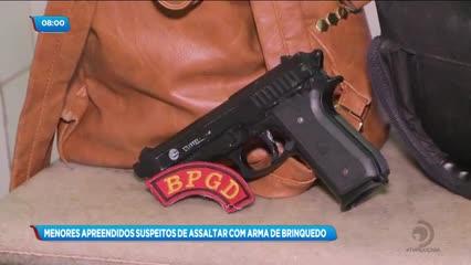 Dois menores foram apreendidos suspeitos de cometerem assaltos com arma de brinquedo