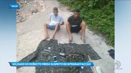 Soldado foi preso ao ser flagrado com rifle e fardamentos do Exército no Barro Duro