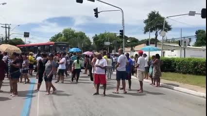 Moradores do Pinheiro bloqueiam Fernandes Lima em segundo protesto do dia