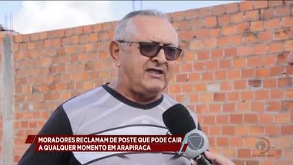 Moradores reclamam de poste que pode cair a qualquer momento em Arapiraca