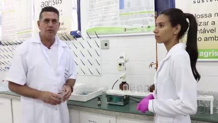 Alunos e professores apresentam Laboratório de Fertilidade de Solos da UFAL