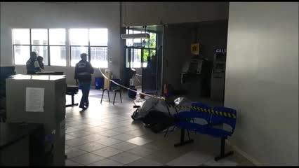 Perícia coleta vestígios após roubo com reféns em prédio da Prefeitura de Arapiraca
