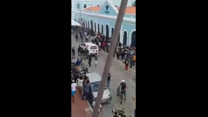 Em protesto, servidores públicos invadem Câmara Municipal de Maceió