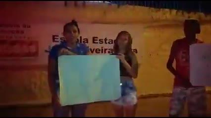 Estudantes protestam contra encerramento do turno noturno de escola estadual