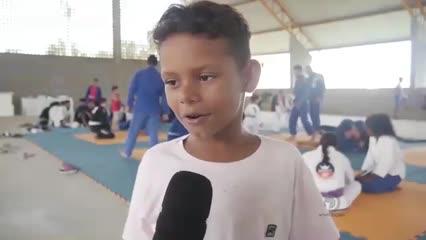 Projeto social leva a prática de esporte para crianças na Barra da Santa Antônio