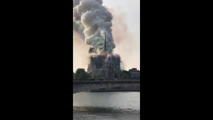 Incêndio atinge catedral de Notre Dame, em Paris