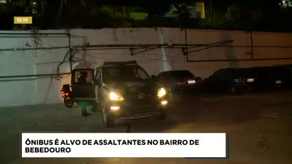 Ônibus foi alvo de assaltantes no bairro de Bebedouro