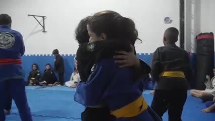 Pequena atleta de Jiu-jitsu se destaca no esporte