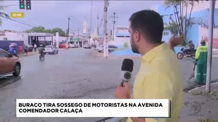 Buracos prejudicam o fluxo de veículos na Avenida Comendador Calaça