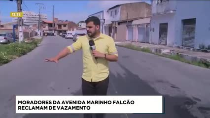 Moradores da Avenida Marinho Falcão reclamam de vazamento