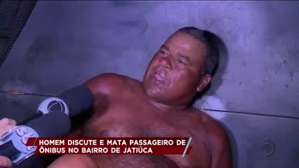 Homem discute e mata passageiro de ônibus no bairro de Jatiúca