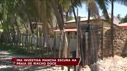IMA investiga mancha escura na praia de Riacho Doce