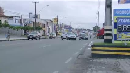 Motoristas desrespeitam sinalização de trânsito em avenidas de Maceió