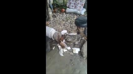 Revoltada, líder religiosa aparece em vídeo mostrando terreiro depredado em Maceió
