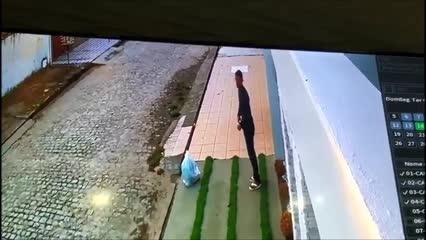 Câmeras registram tentativa de assalto no Osman Loureiro