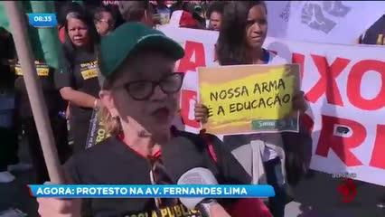 Estudantes, professores e servidores fazem ato em frente ao Cepa contra cortes na Educação