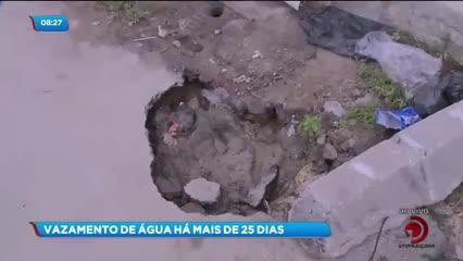 Moradores reclamam de vazamento de água na Ponta da Terra