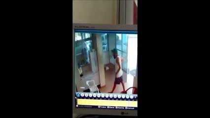 Homem invade apartamento sem arrombar portas; polícia investiga