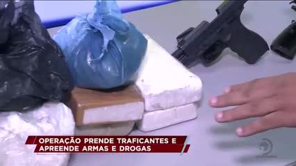 Operação prende traficantes e apreende armas e drogas
