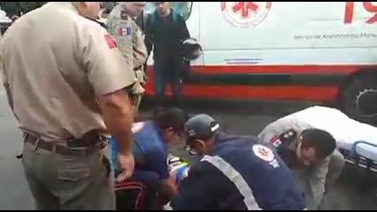 Moto colide com carro na AL-220 e condutor fica ferido