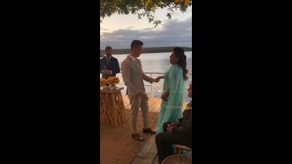 Carlinhos Maia se emociona com a mãe em casamento em Piranhas