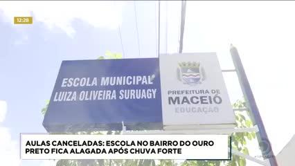 Escola no bairro do Ouro Preto ficou alagada após chuva forte