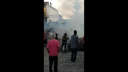 Bombeiros controlam incêndio em automóvel no Benedito Bentes