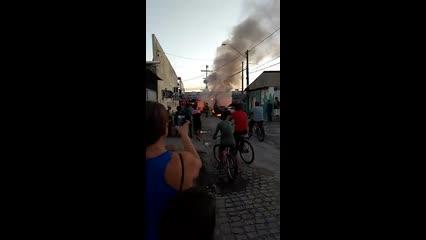 Morador do Benedito Bentes filma incêndio em carro