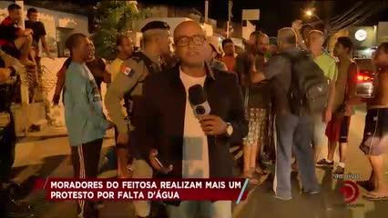 Moradores do Feitosa protestam por  falta de água