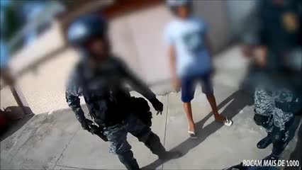 Moto é apreendida após ter sido empinada em frente de policiais