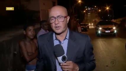 Moradores do Feitosa fazem protesto para reclamar da falta de água