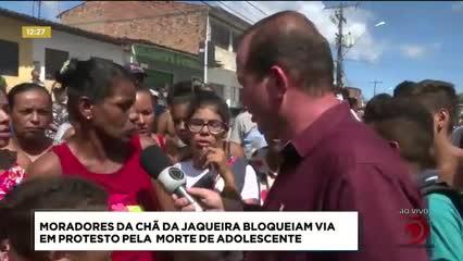 Moradores da Chã da Jaqueira bloqueiam via em protesto devido a morte de adolescente