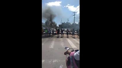 Moradores de Guaxuma fecham AL-101 Norte em protesto pela falta de médico