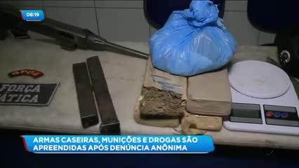 Duas armas caseiras, munições e drogas foram apreendidas em uma residência, no Conjunto Jardim Saúde