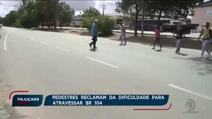 Pedestres do Santos Dumont reclamam da dificuldade para atravessar na BR- 104