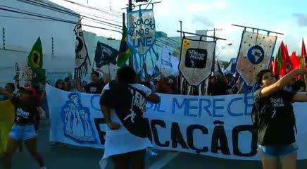 Maceioenses protestam contra cortes na educação na Greve Geral