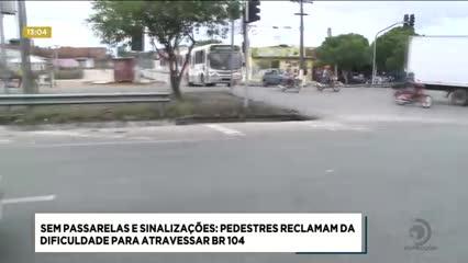 Pedestres do Santos Dumont reclamam da dificuldade para atravessar na BR-104