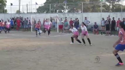 Torneio de futebol feminino no bairro do Novo Mundo