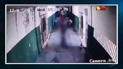 Bebê e criança circulam por corredores de penitenciária no Piauí
