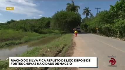 Riacho do Silva fica repleto de lixo depois de fortes chuvas em Maceió