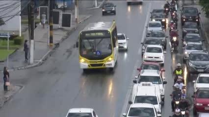 Confira alguns cuidados que os motoristas devem ter em dias de chuva