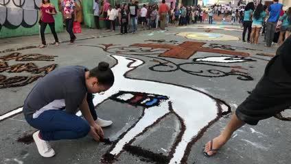 Tradicionais tapetes nas ruas marcam procissão de Corpus Christi em Maceió