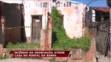 Incêndio na madrugada atinge casa no Pontal da Barra