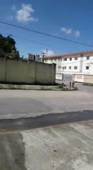 Vazamento de um cano incomoda moradores no Pinheiro