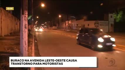 Buraco na Avenida Leste-Oeste  causa transtorno para motoristas