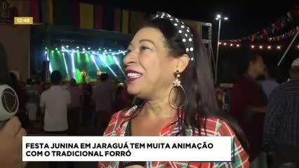 Primeira noite de São João no bairro de Jaraguá